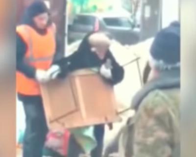 Сотрудники администрации города напали на пенсионеров и украли мёд (ВИДЕО)