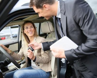 Россиянам запретят продавать машины за наличные