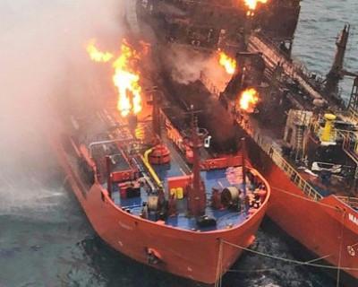 Фото, как горят танкеры в Чёрном море