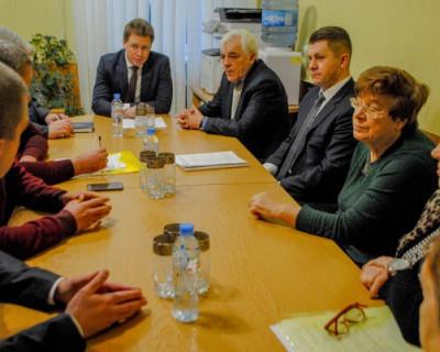 В Севастополе члены партии «Единая Россия» помогают горожанам (ФОТО)