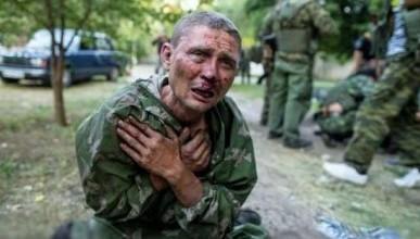 Пленного украинского военного провели по Донецку. Как это было (ВИДЕО)