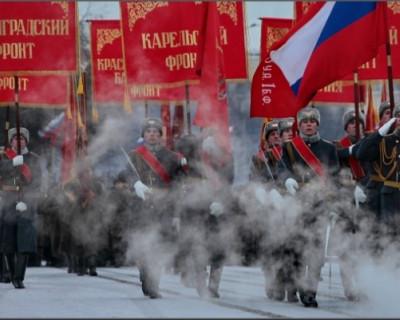 В мероприятии на Дворцовой площади Петербурга приняли участие военные и боевая техника.