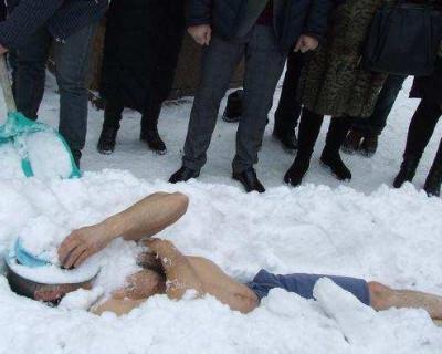 Какая страна — такие и рекорды: украинец установил странный рекорд голышом (ФОТО)