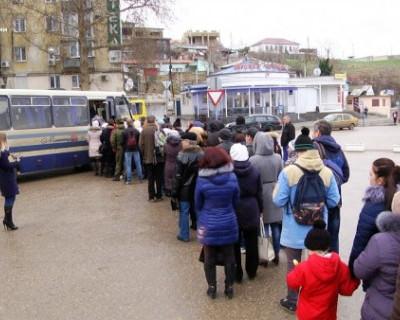 Обстановка в общественном транспорте Севастополя: «Подвиньте ногу, у меня рука застряла!» (ФОТО, ВИДЕО)