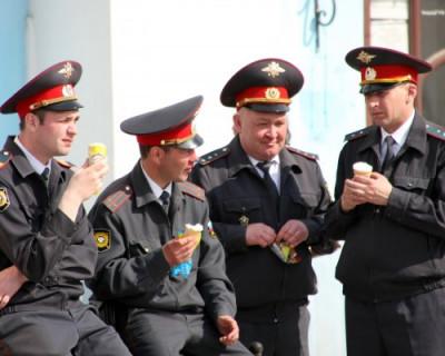 Один полицейский охраняет в России 240 человек