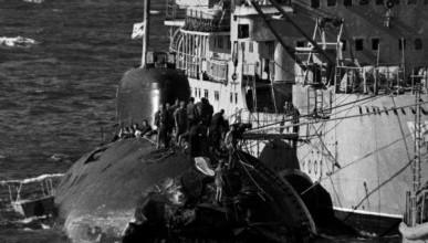Зачем советская подводная лодка таранила авианосец США