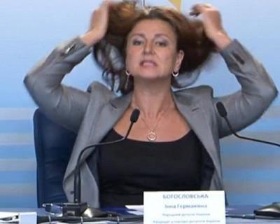 Кандидат в президенты Украины принесла в ЦИК мешок денег (ВИДЕО)