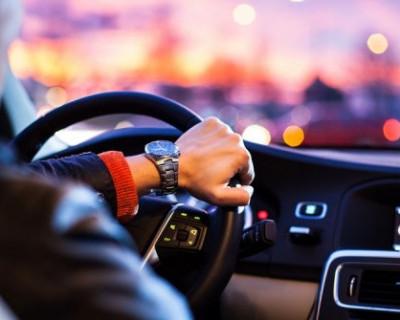 В России водителям хотят запретить курить за рулём