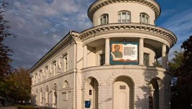 Андрей Соболев полагает, что главный библиотекарь Севастополя пытается понравиться Украине