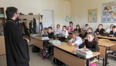 В российских школах могут появиться священники