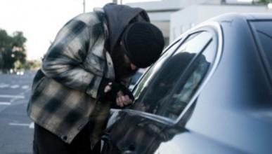 В Крыму двое приятелей угнали автомобиль, чтобы прокатиться