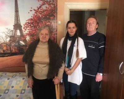 В Севастополе поздравили тех, кто не может выходить из дома