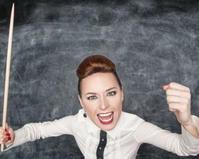 Вся школа боится агрессивную учительницу математики. Она грозится «пустить детей на колбасу»