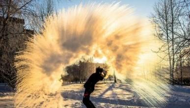 Россияне делают фейерверк из кипятка в -30°C (ФОТО, ВИДЕО)