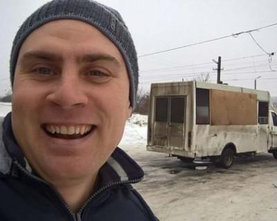 На Украине для перевозки пассажиров на маршрут вышел автобус-скотовозка (ФОТО)