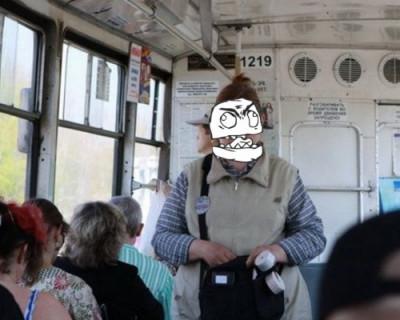 Кондуктор расцарапала лицо пенсионерке и выставила её из автобуса (ВИДЕО)