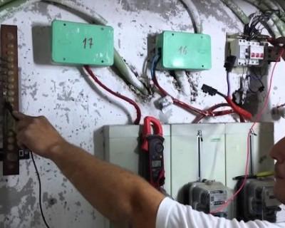 Севастопольские рекламные фирмы воруют электроэнергию