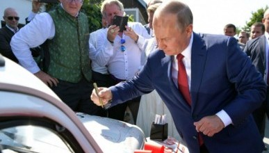 В Австрии продали машину с автографом Владимира Путина
