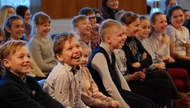 Для чего 100 пятиклассников Севастополя собрались в гостиной? (ФОТО)