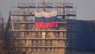 Кот Скрипаля повесил флаг России на собор в Солсбери?