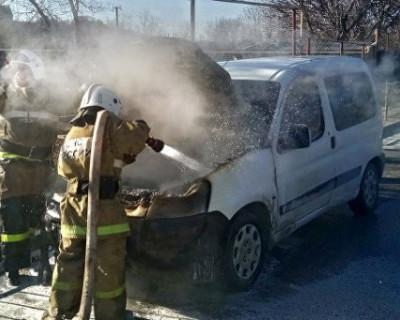 В Крыму горят автомобили!