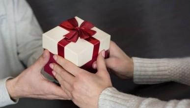 В рейтинге подарков к 23 февраля сменился лидер. Что покупают россияне вместо носков?