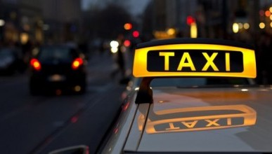 Таксист вернул пассажирке забытый миллион рублей