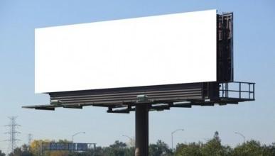 Что скрывается под рекламными щитами в Севастополе?