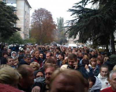Может все-таки стоит уволить начальника ФМС и начальника паспортного стола Севастополя?