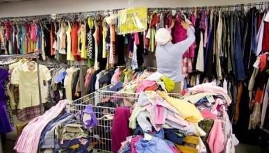 Нищие украинцы штурмуют магазин одежды сэконд-хэнда (ВИДЕО)