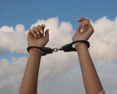 В Севастополе задержали подозреваемую в карманных кражах