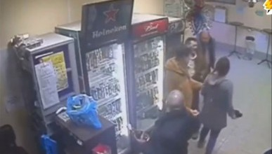 Продавщица из России, отправившая в нокаут хулигана, покорила сердца пользователей (ВИДЕО)
