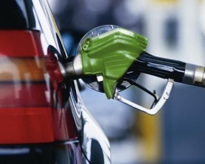 Стало известно, сколько россияне тратят на бензин