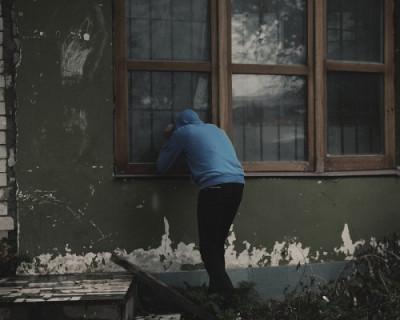 В Севастополе задержали подозреваемого в краже мобильного телефона у посетителя бара