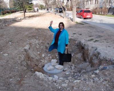 «Трактором переехали и бросили!» Как в Севастополе уничтожаются дворы