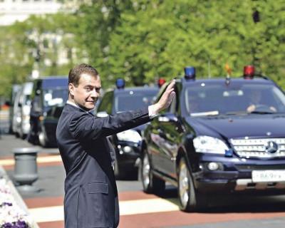 Кортеж Дмитрия Медведева вызвал шок у жителей Люксембурга (ВИДЕО)