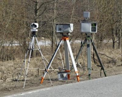 Зачем камеры на треногах следят за крымскими водителями? Законно ли это?