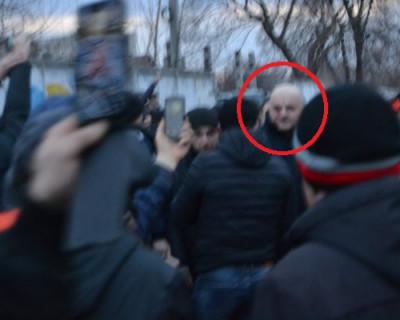 Порошенко сбежал с митинга, на который напали нацисты (ВИДЕО)