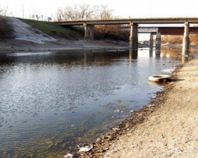 Автомобильный мост через Северо-Крымский канал стал похож на решето (ФОТО)