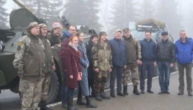 Автобронепробег «Крым наш» стартовал в Саратове и проедет через Донецк и Луганск (ФОТО)