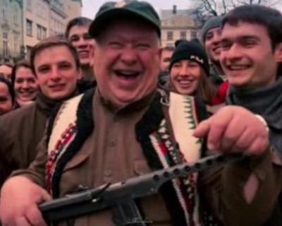 Украинские врачи захватили горсовет Львова и справили нужду в графин со стола президиума