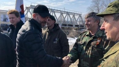 По воспоминаниям Дмитрия Саблина, ветераны «Боевого братства» начали приезжать в Крым уже с 18 февраля 2014