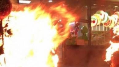 В Киеве подожгли очередной магазин Порошенко (ФОТО, ВИДЕО)