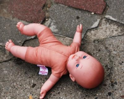 Школьница родила ребенка и выбросила его в туалете больницы
