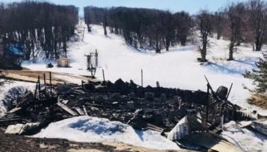 На Ай-Петри сгорело увеселительное заведение (ФОТО)