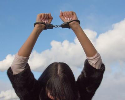 Жительница Севастополя украла мобильный телефон у посетителя бара