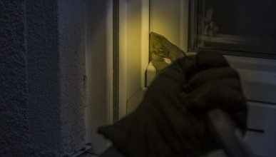 В Севастополе неизвестные в масках похитили из кассы магазина деньги