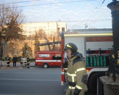 Спасатели Севастополя тушили крупный объект с массовым пребыванием людей