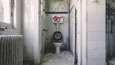 Севастопольцы считают, что туалет - лицо главврача поликлиники и репутация директора горздрава
