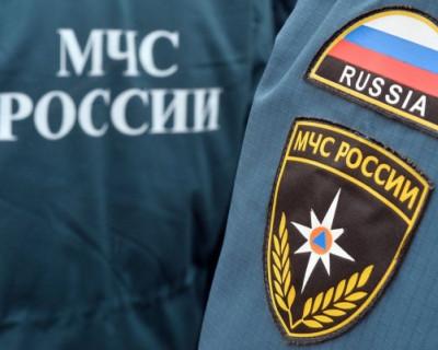 В Севастополе житель многоэтажного дома чуть не сбросил с лестницы сотрудников МЧС (ВИДЕО)